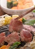 鍋で返すジンギスカン 食べ物 料理