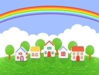 芝生の丘の5棟の家と虹