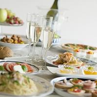 パーティー料理とシャンパン