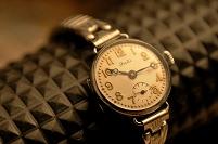 アンティークな腕時計