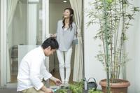 テラスの日本人夫婦