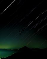 山梨県 星と月明かりの富士山