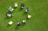 ミーティングをするビジネスチーム