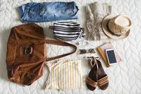 リゾートスタイルのファッションアイテム