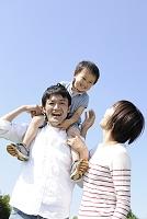 青空と日本人家族