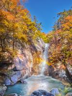 日本 山梨県 昇仙峡 仙娥滝の紅葉と虹