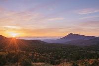 岩手県 紅葉の八幡平より岩手山(南部富士)朝日
