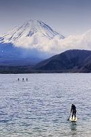 富士箱根伊豆国立公園 富士山と漕ぐ人