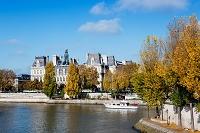 フランス パリ セーヌ河とパリ市庁舎
