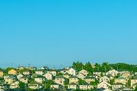 西日に映える斜面の住宅街