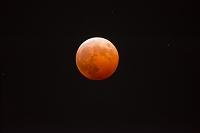 月食 皆既中の満月