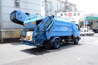働く車 ゴミを運ぶ清掃車