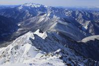 北アルプス西穂高岳より望む西穂高登山道と乗鞍岳