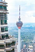 マレーシア ツインタワーから望むKLタワー