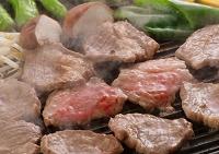 鉄板で焼いたジンギスカン 食べ物 料理