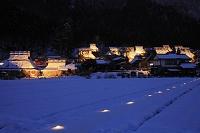 京都府, 美山町, ライトアップされた雪景色のかやぶきの里