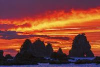静岡県 蓑掛岩と朝焼け雲