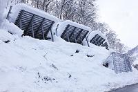 新潟県 豪雪地帯のなだれ防護柵