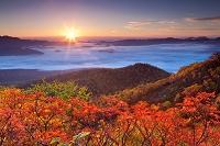 北海道 銀泉台の日の出と紅葉