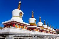 中国 チベット仏教の聖地・タール寺の仏塔