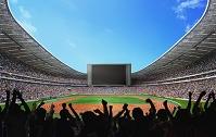 大型スクリーンのあるスタジアムで応援する観客