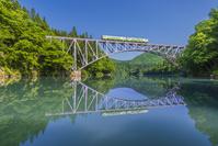 福島県 第一橋梁を走る只見線