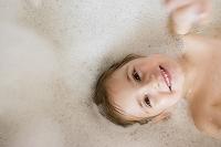 入浴する女の子