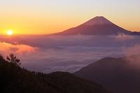 山梨県 富士川町 池の茶屋林道 富士山と朝日と雲海