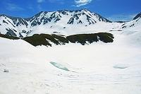 富山県 残雪の室堂から立山三山