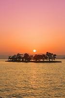 島根県 宍道湖の夕日と嫁ヶ島