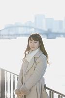 川辺の日本人女性