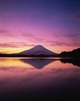 山梨県 精進湖 富士山