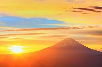 山梨県 夜明けの富士山と朝日