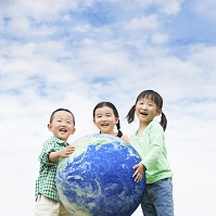 地球を抱える日本人の子供達