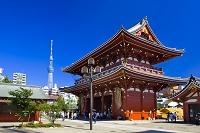 東京都 浅草寺の宝蔵門と東京スカイツリー
