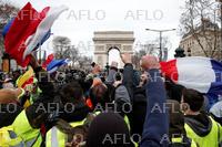 仏、各地で大規模反政府デモ