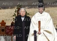 天皇陛下、即位から30年 昭和天皇の陵墓を参拝
