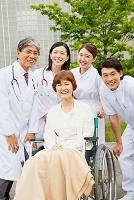 退院した患者さんと医療チーム