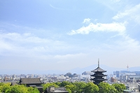 京都府 東寺の五重塔と京都タワー