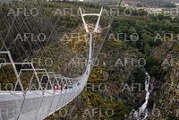 世界最長の歩行者専用つり橋、ポルトガルに完成
