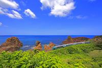 青森県 海岸 五能線 線路 日本海 リゾートしらかみ