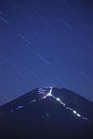山梨県 富士山と登山者の灯り