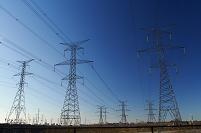 電気鉄塔と送電線