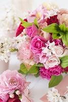 桜とピンクのバラのブライダルブーケ