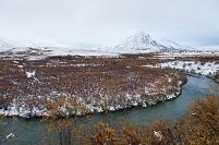 秋 雪景色のトゥームストーン準州立公園