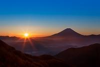 富士山と朝日を臨む