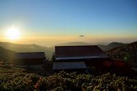 山梨県 北岳山荘と富士山