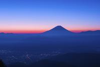 山梨県 櫛形林道より富士山の夜明け