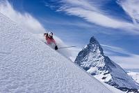 スイス マッターホルンとスキーヤー
