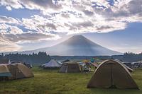 ふもとっぱらキャンプ場から望む早朝の富士山